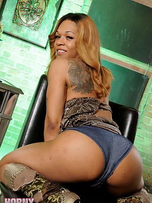 Amazing black Tranny Candi Love posing her big cock